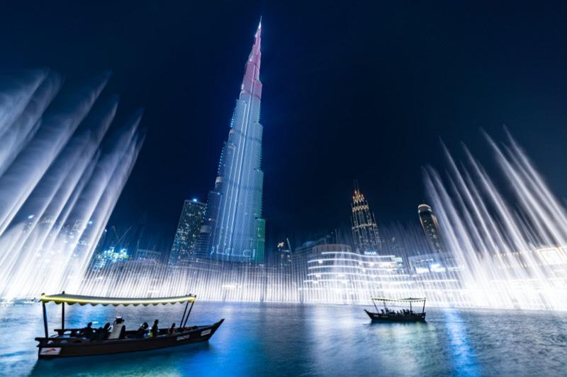 a Dubai szökőkút fényei a vízről csodálva (The Dubai Fountain Lake Ride)