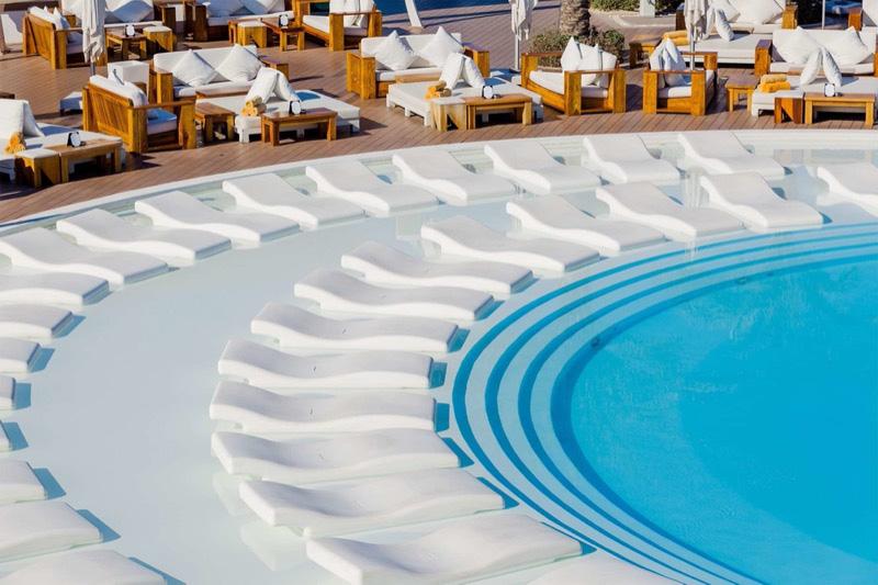 tengerparti lazulás: egy nap a Nikki Beach exkluzív klubjában