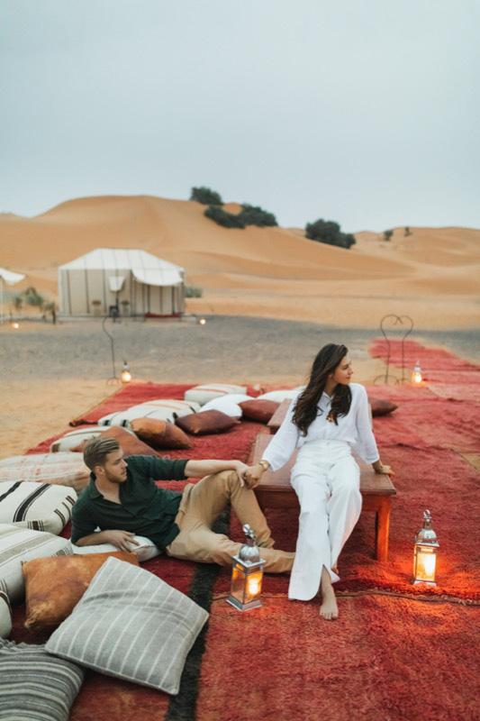 sivatagi éjszaka kettesben (desert glamping)