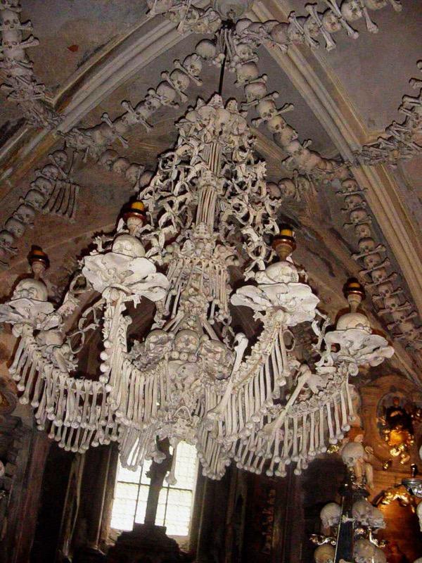 Csehország, Kutna Horá Csonttemplom, csillár - OTP Travel Utazási Iroda