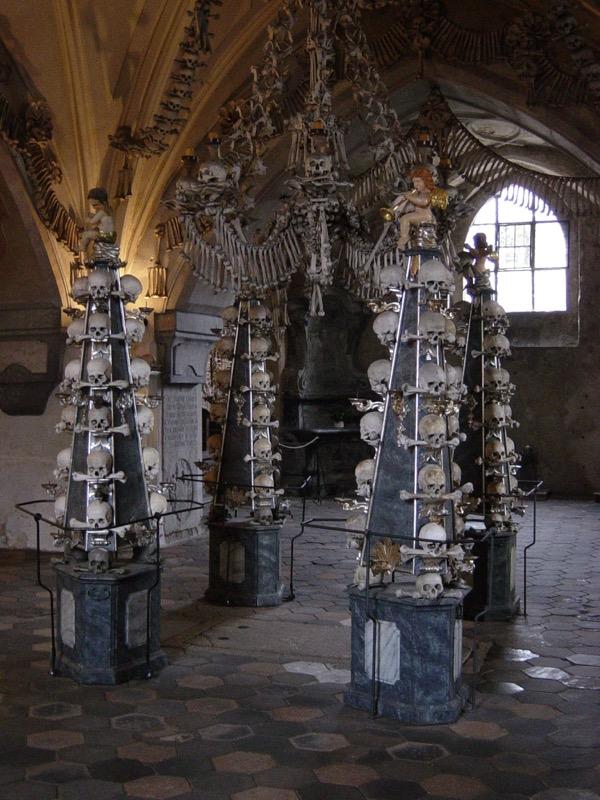 Csehország, Kutna Horá Csonttemplom, piramis - OTP Travel Utazási Iroda