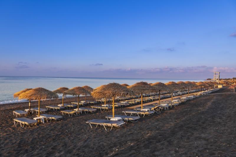 Görögország | Santorini | Fürdés a fekete strandon | OTP Travel Utazási Iroda