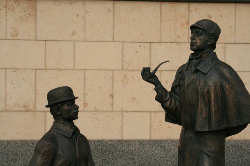 Oroszország | Moszkva | Sherlock Holmes és doktor Watson emlékműve - OTP Travel Utazási Iroda