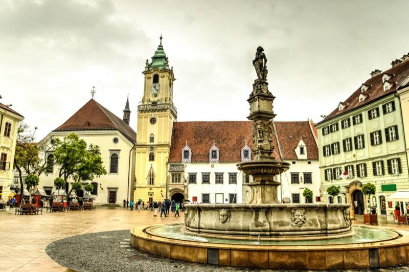 Szlovákia | Pozsony | Maximilianus-kút - OTP Travel Utazási Iroda